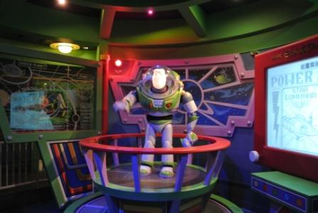We passed by Buzz Lightyear as soon as we stepping into this attraction.  But we didn't know what to expect.