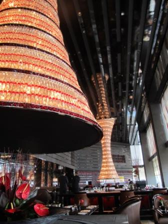 The Lounge and Bar in the Ritz Carlton, Hong Kong.  Our table was next to one of these tall and humongous lamps.  Aren't they pretty?