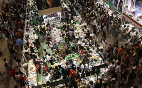 (Photograph by scmp.com)  The bird view of the Hong Kong book fair.  Does it scare or excite you?