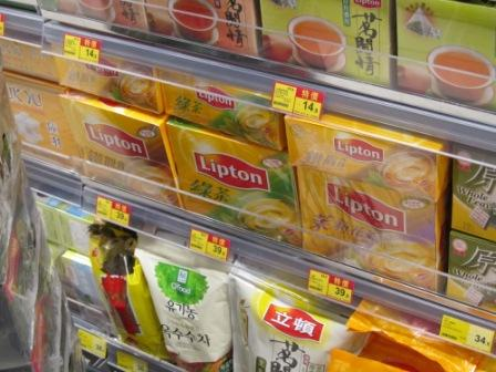 Look at the varieties of Lipton tea bags.  It got Chinese tea, too.
