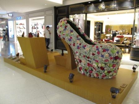 Can't resist to take this shot in Hysan Place.  This shoe is GORGEOUS.