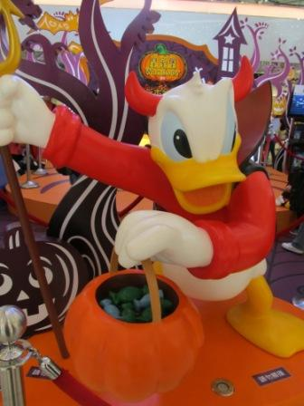 My son sure loved Donald dressed in this way for Hong Kong Halloween celebration.  Actually, that is his favorite Disney character