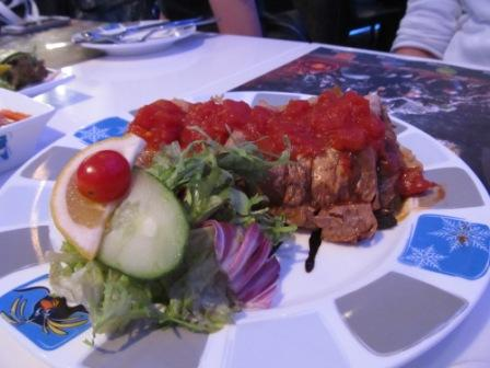 Among all the dishes we had in this restaurant.  I love this the most.  It's crispy bean curd roll stuffed with vegetables and topped with diced tomatoes.  It was SURPRISINGLY GOOD.