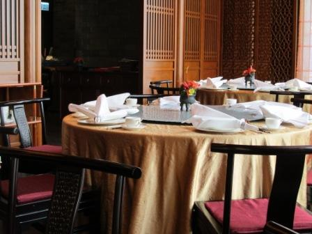 Kwan Cheuk Heen Restaurant, Harbor Grand Hotel.  Very elegant, huh?  On the right hand side of these tables, there is a magnificent Hong Kong Victoria Harbour view