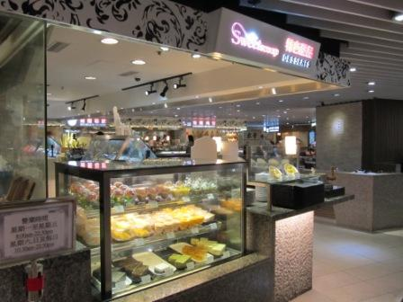 This Hong Kong Food Court kiosk only sells dessert.  Are you drooling yet?