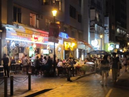 Walking from the Hong Kong Stanley Market towards the Murray House, you may pass by at least 10-15 restaurants.