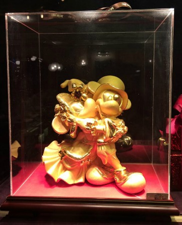 Mickey and Minnie dancing together in a real jewelry store in Hong Kong Disneyland
