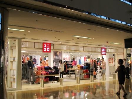 Uniqlo, my mom and sisters' new place for Hong Kong fashion shopping